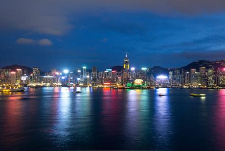 香港 中環  夜景の写真素材 [FYI03429992]