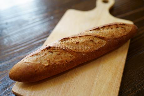 フランスパンの写真素材 [FYI03430491]