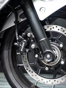 オートバイの前輪の写真素材 [FYI03430603]