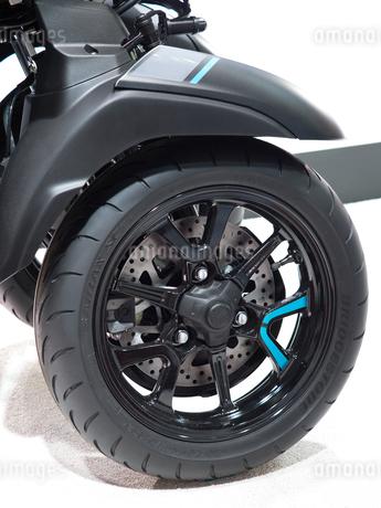 オートバイの前輪の写真素材 [FYI03430605]