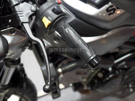 オートバイのハンドルの写真素材 [FYI03430616]