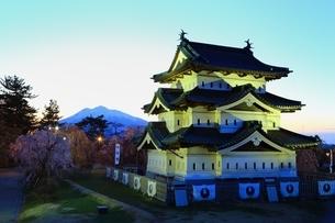 弘前城本丸夕景の写真素材 [FYI03430797]