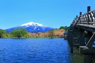 鶴の舞橋と岩木山の写真素材 [FYI03430827]
