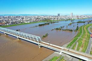 増水した江戸川の写真素材 [FYI03431197]
