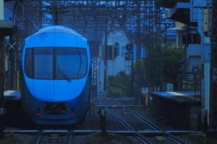雨の中を走る小田急ロマンスカーMSEの写真素材 [FYI03431485]