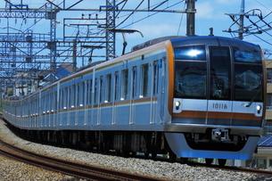 西武池袋線を走る東京メトロ10000系の写真素材 [FYI03431486]