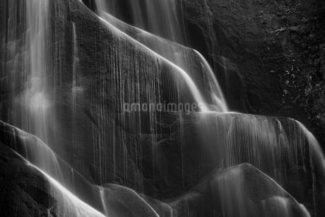 安の滝 白黒 の写真素材 [FYI03431956]