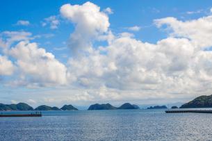 日本海の仙崎港から海上アルプスこと青海島を遠望の写真素材 [FYI03433160]