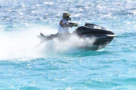 水上オートバイの写真素材 [FYI03433396]