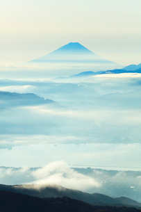 高ボッチ高原より富士山と諏訪湖の写真素材 [FYI03434209]
