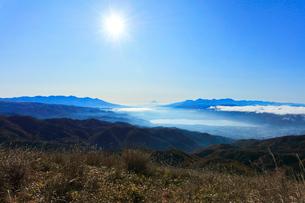 高ボッチ高原より富士山と山並みに雲海の写真素材 [FYI03434210]