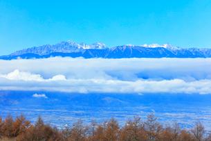 秋の高ボッチ高原より穂高連峰に槍ヶ岳などの山々の写真素材 [FYI03434215]