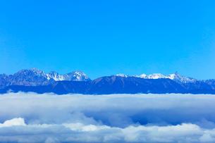高ボッチ高原より穂高連峰と槍ヶ岳などの山々の写真素材 [FYI03434216]