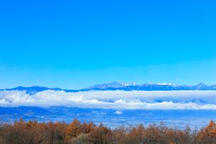 秋の高ボッチ高原より北アルプスの山々の写真素材 [FYI03434220]