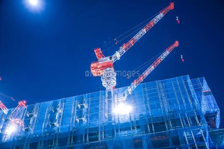 オフィスビルの建築現場(横浜みなとみらい)の写真素材 [FYI03434295]