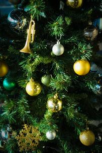 クリスマスツリーの装飾の写真素材 [FYI03434317]