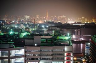 川崎マリエン(神奈川県川崎市)から見える京浜工業地帯の写真素材 [FYI03434326]