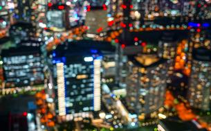 横浜ランドマークタワーから見える横浜の夜景(ボケ弱)の写真素材 [FYI03434331]