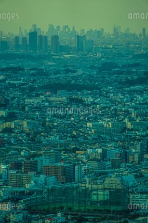 横浜ランドマークタワーから見える都市風景の写真素材 [FYI03434347]
