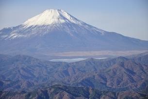 初冬富士眺望の写真素材 [FYI03434381]
