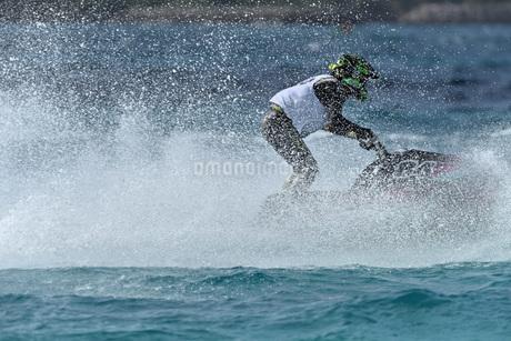 水上オートバイの写真素材 [FYI03434604]