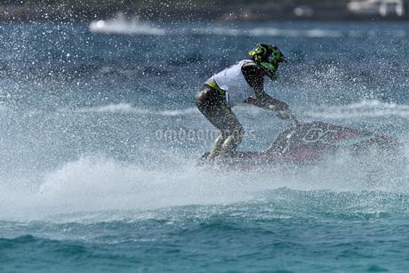 水上オートバイの写真素材 [FYI03434605]