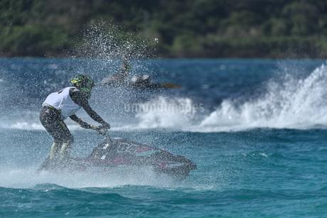 水上オートバイの写真素材 [FYI03434609]