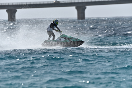 水上オートバイの写真素材 [FYI03434610]