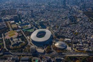 国立競技場(オリンピックスタジアム)の空撮の写真素材 [FYI03434682]