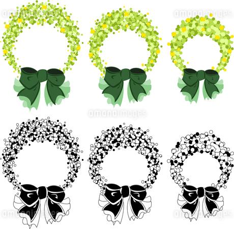 緑と小さな花で作られたリースのイラスト素材 [FYI03434941]