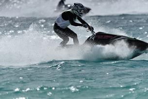 水上オートバイの写真素材 [FYI03435038]