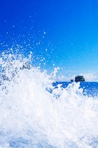 ベアップ島の波しぶきの写真素材 [FYI03435177]