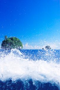 ベアップ島の波しぶきの写真素材 [FYI03435178]