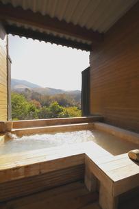 露天風呂の写真素材 [FYI03435316]