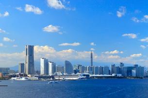 横浜スカイウォークから見る横浜港みなとみらい21地区の写真素材 [FYI03435745]