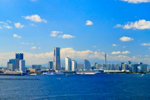 横浜スカイウォークから見る横浜港みなとみらい21地区の写真素材 [FYI03435827]