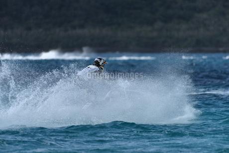 水上オートバイの写真素材 [FYI03435938]