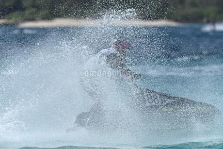 水上オートバイの写真素材 [FYI03435944]