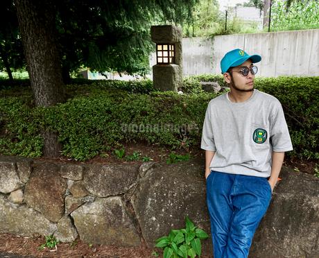 座る男の写真素材 [FYI03435946]