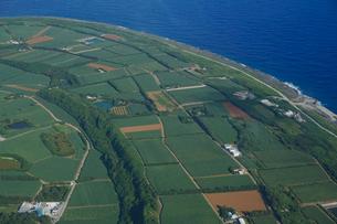 沖縄離島の航空写真の写真素材 [FYI03435975]