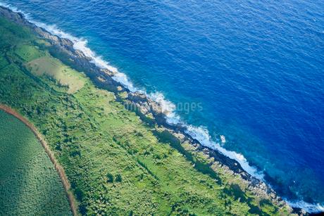沖縄離島の航空写真の写真素材 [FYI03435976]