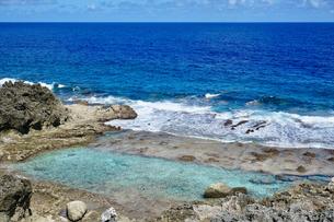 沖縄離島の海の写真素材 [FYI03435981]