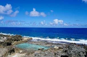 沖縄離島の海の写真素材 [FYI03435982]