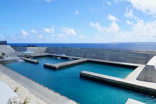 沖縄離島の海の写真素材 [FYI03435984]