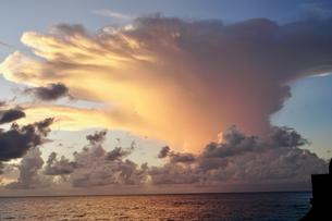 珍しい雲の写真素材 [FYI03436012]
