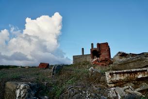廃れたレンガの建物の写真素材 [FYI03436026]