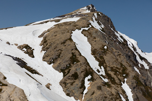 残雪の白馬岳(北アルプス)の写真素材 [FYI03436119]