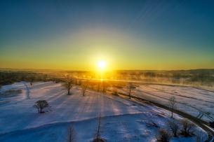 日の出の空撮の写真素材 [FYI03436190]