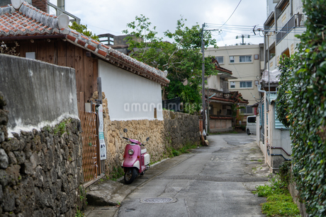 那覇の市街地の写真素材 [FYI03436521]
