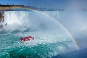 ナイアガラの滝、カナダ滝と虹の写真素材 [FYI03436541]